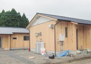熊本県での全木協の応急仮設木造住宅へ労働者供給開始 <br />(福建労72人、のべ131人)・全国から448人 <br />(683棟のうち 全木協563棟建設)